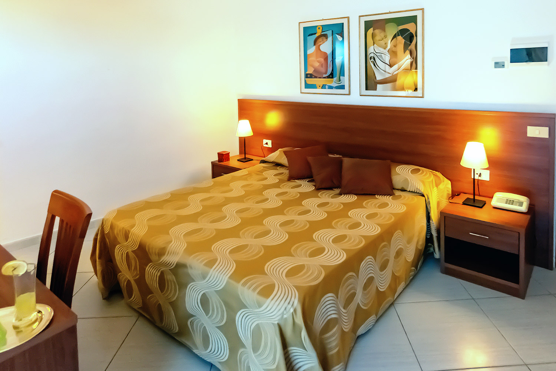 Subito It Camera Matrimoniale.Camera Matrimoniale Hotel Solaria Rodi Garganico Vacanze In Puglia